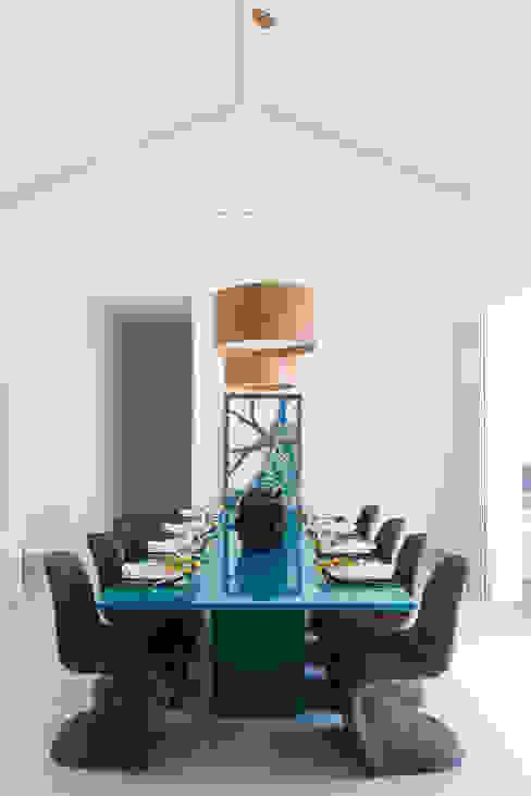 Casa WR:  tropical por Renata Matos Arquitetura & Business,Tropical Madeira Efeito de madeira
