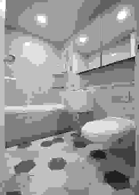 동탄아파트인테리어 반송동 시범다은마을 포스코더샵 33평 인테리어: 디자인스튜디오 레브의  욕실,모던