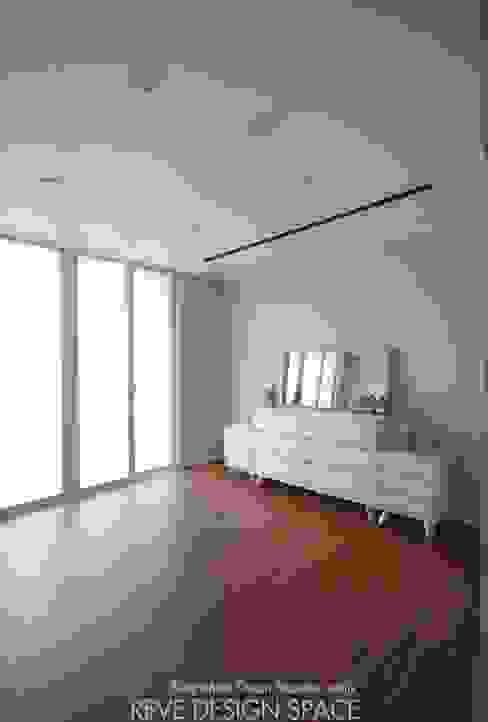Salones de estilo moderno de 디자인스튜디오 레브 Moderno