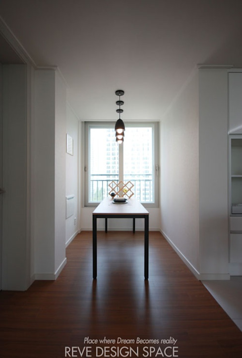 Dining room by 디자인스튜디오 레브,