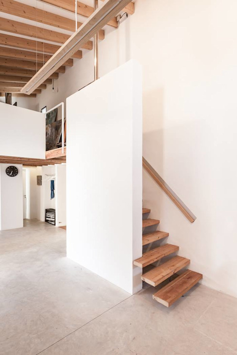 Rustic style corridor, hallway & stairs by munarq Rustic