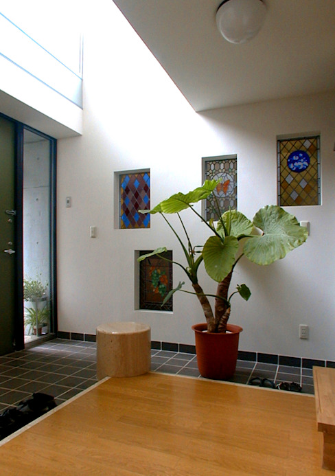 旗竿敷地のな家 モダンスタイルの 玄関&廊下&階段 の ユミラ建築設計室 モダン
