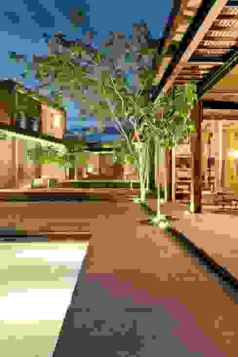 Casa Pombo Jardines de estilo moderno de PLUS Arquitectura y Diseño Ltda. Moderno