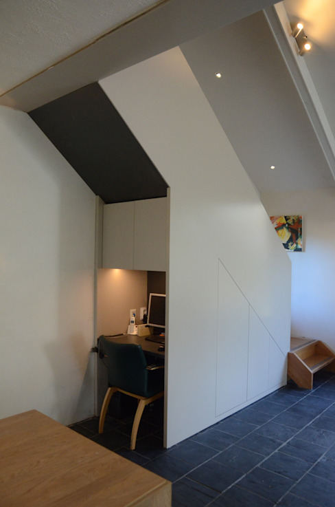 Modern Study Room and Home Office by Ontwerpbureau Op den Kamp Modern