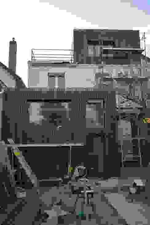 Façade Nord après en cours de finitions par SARA Architecture Moderne