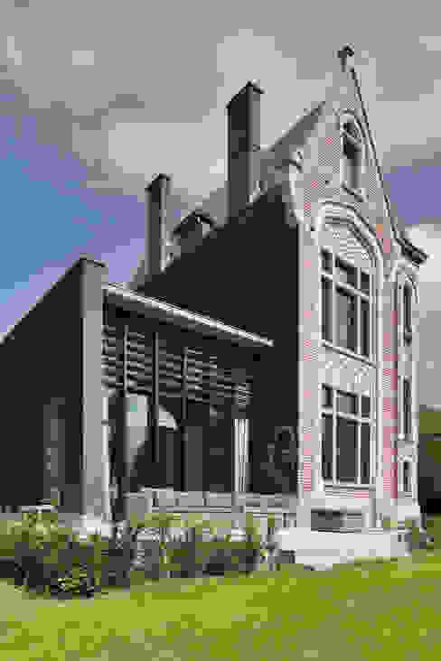 Дома в стиле модерн от Iceberg Architectes Модерн