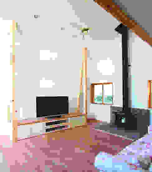 Ruang Keluarga Modern Oleh ユミラ建築設計室 Modern