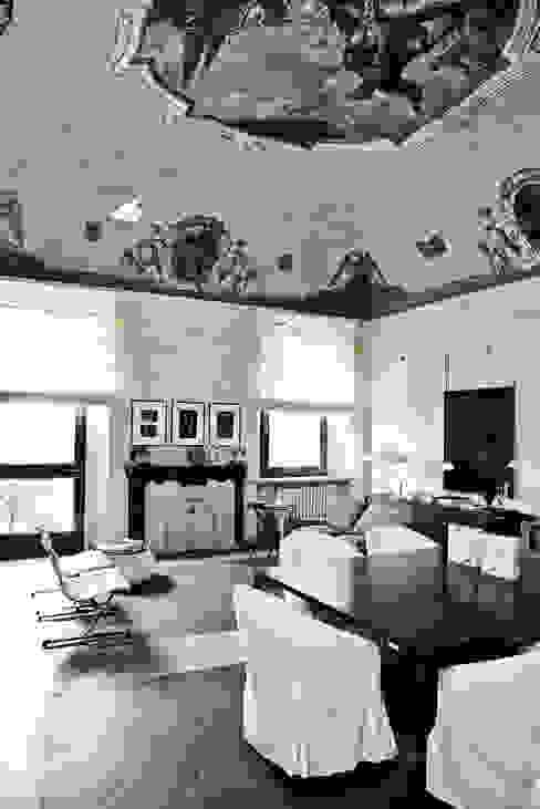 Casa Teresa Soggiorno classico di Benedini & Partners Classico
