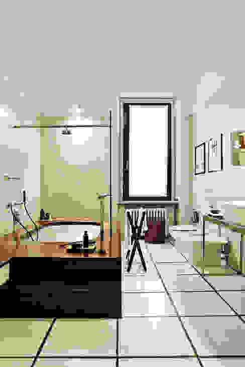Casa Teresa Bagno in stile classico di Benedini & Partners Classico