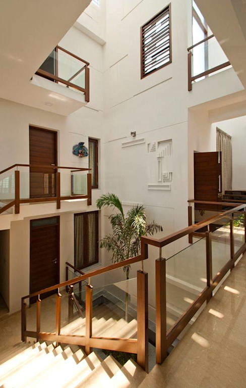 Sajeev kumar and family's Residence at Girugambakkam Modern corridor, hallway & stairs by Murali architects Modern