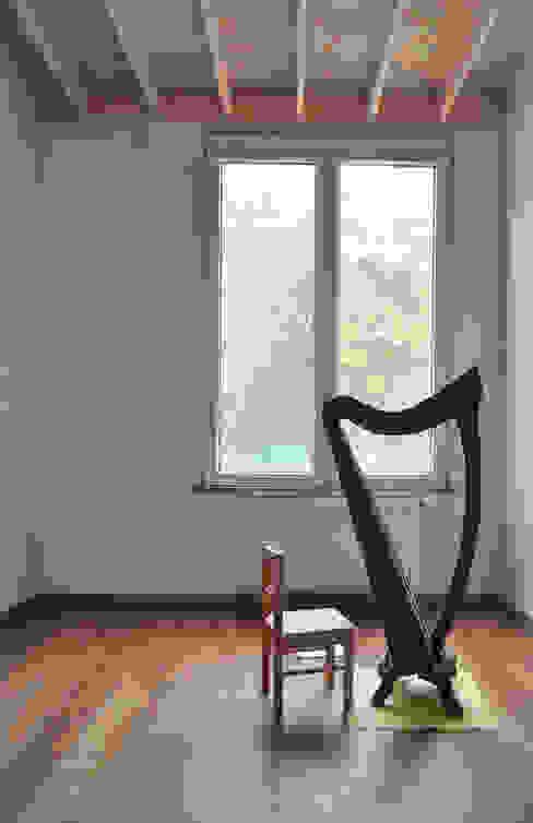 Extension d'une maison unifamiliale à Ixelles Chambre d'enfant moderne par Responsible Young Architects sprl Moderne Bois Effet bois