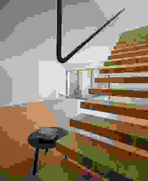 SALA COMUM Salas de estar modernas por OW ARQUITECTOS lda | simplicity works Moderno Madeira maciça Multicolor