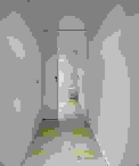 WC Casas de banho modernas por OW ARQUITECTOS lda | simplicity works Moderno Madeira maciça Multicolor