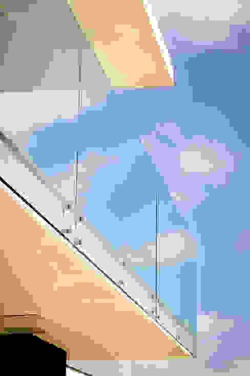 Balcones y terrazas de estilo moderno de Renata Matos Arquitetura & Business Moderno Vidrio