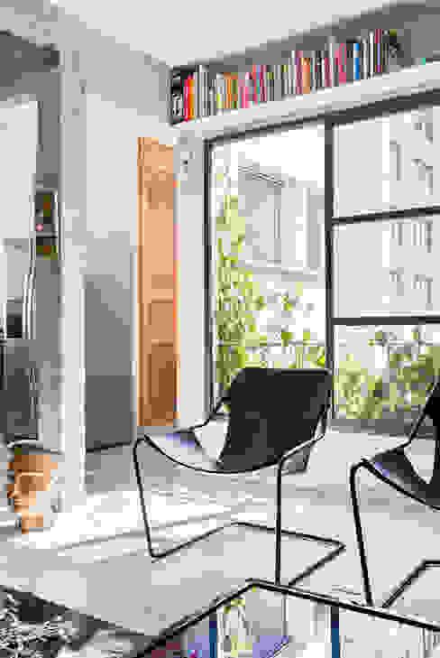 Soggiorno minimalista di RSRG Arquitetos Minimalista