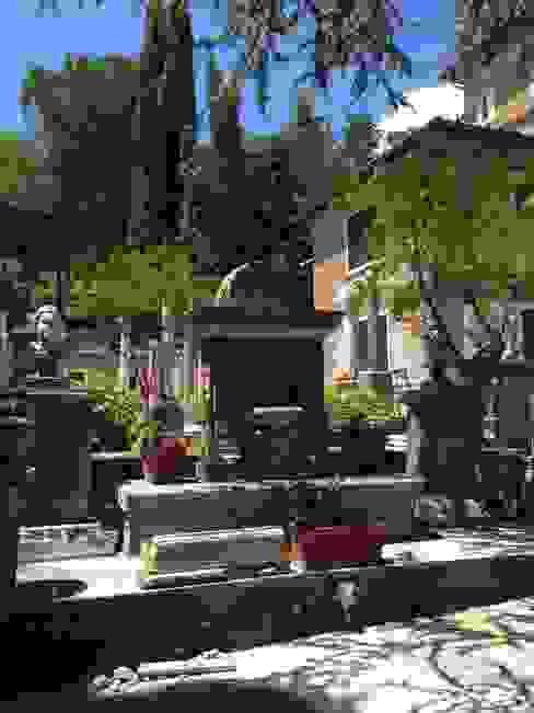 Architetti Laura Romagnoli e Guido Batocchioni Associati Classic style gardens