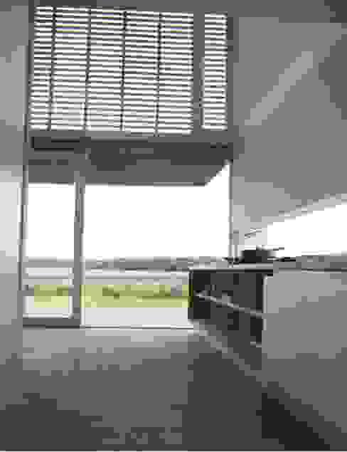 CASA LAGUNA EL ROSARIO Cocinas de estilo moderno de Frias+Tomchinsky Arquitectos Moderno