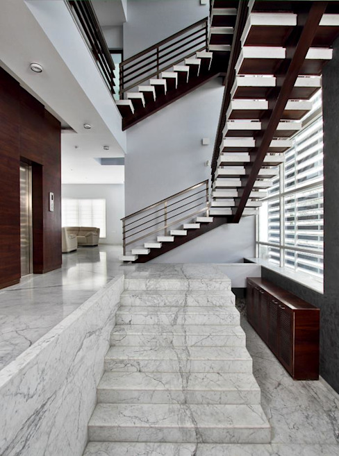 Babu Residence Modern corridor, hallway & stairs by Planet 3 Studios P Limited Modern