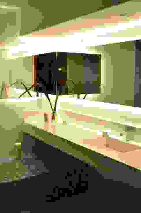 BAÑOS LN Modern bathroom by LN-arquitectura Modern