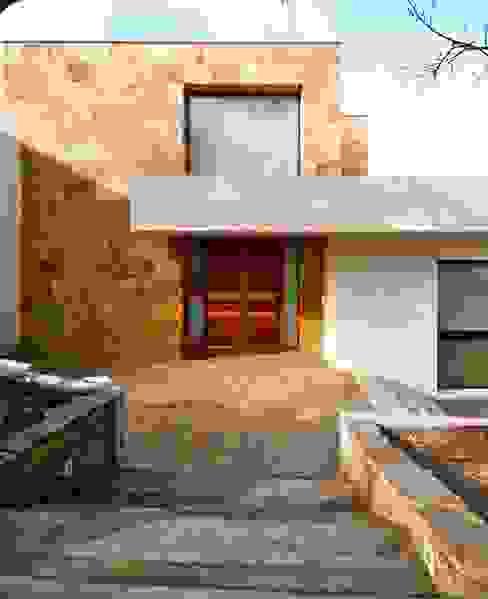 Houses by VALVERDE ARQUITECTOS, Modern