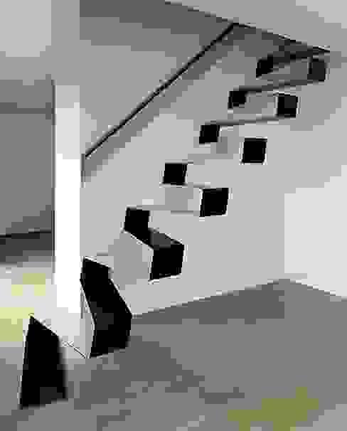 Proyectos de interiorismo varios estudio 60/75 Modern corridor, hallway & stairs