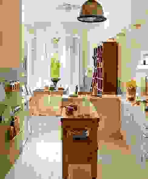 Proyectos de interiorismo varios Cocinas de estilo moderno de estudio 60/75 Moderno