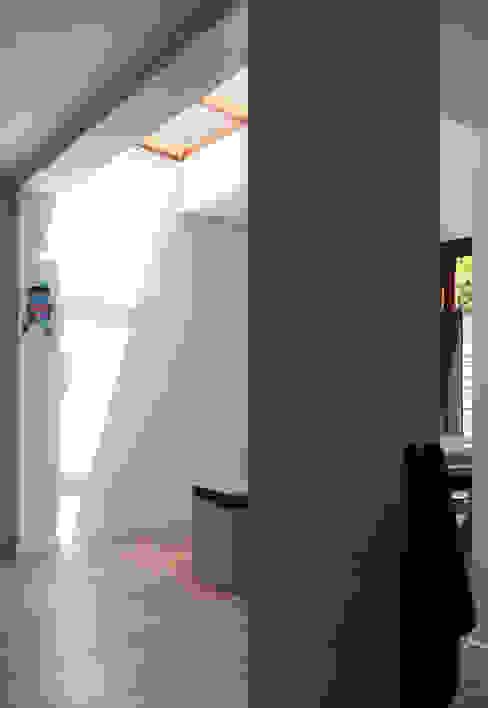 Woonhuis BBKU Eindhoven Moderne muren & vloeren van 2architecten Modern