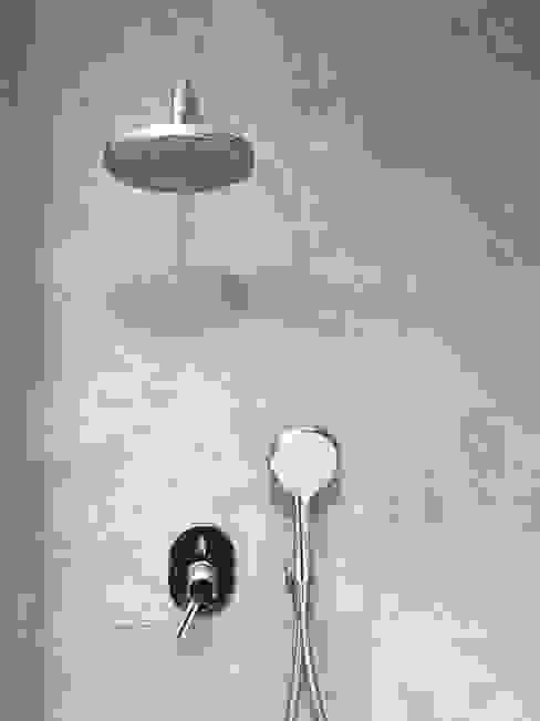 モダンスタイルの お風呂 の Estudio Cot モダン