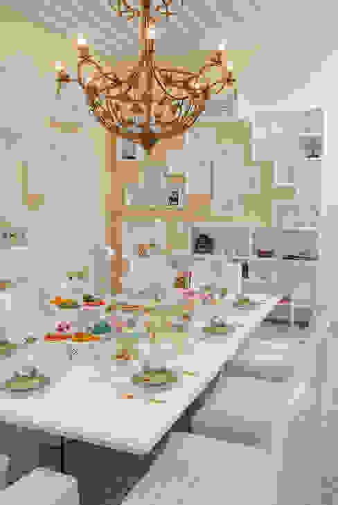 SALA DE CHÁ - MORA MAIS POR MENOS - SALVADOR - 2011 Haifatto Arq + Decor Salas de jantar coloniais Bege