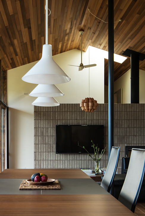 Modern dining room by Mimasis Design/ミメイシス デザイン Modern