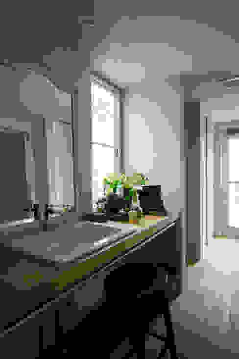 House in Minami Kounoike: Mimasis Design/ミメイシス デザインが手掛けた浴室です。
