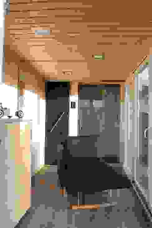 POCKETCONTAINER - Innenansicht Minimalistische Wohnzimmer von Stefan Brandt - solare Luftheizsysteme und Warmuftkollektoren Minimalistisch