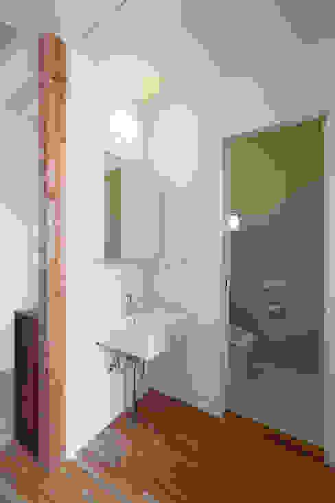 Projekty,  Łazienka zaprojektowane przez nano Architects, Nowoczesny Drewno O efekcie drewna