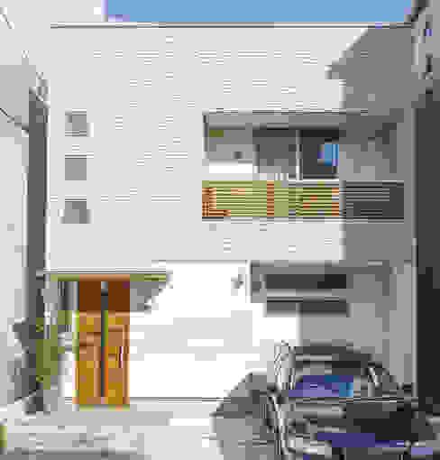 Moderne Häuser von 福島工務店株式会社 Modern Fliesen