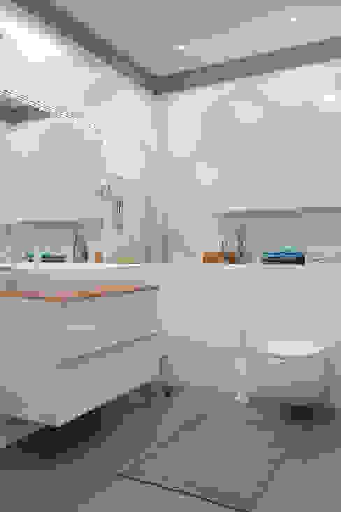 IKEA Baños de estilo moderno de Artur Akopov Moderno