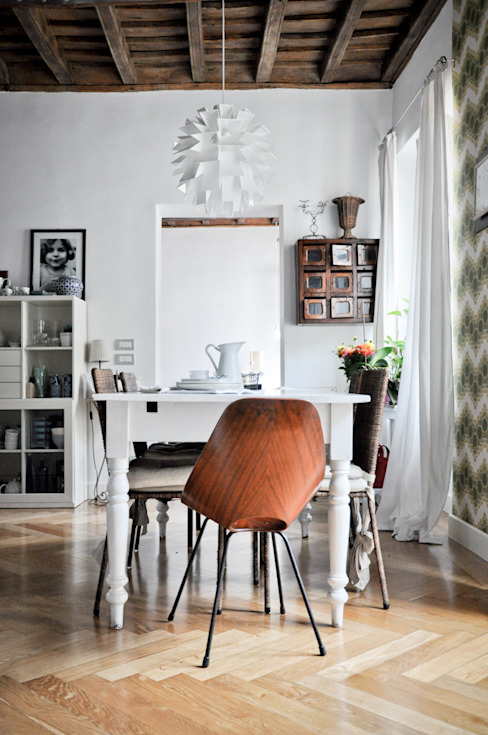 Scandinavian style dining room by con3studio Scandinavian