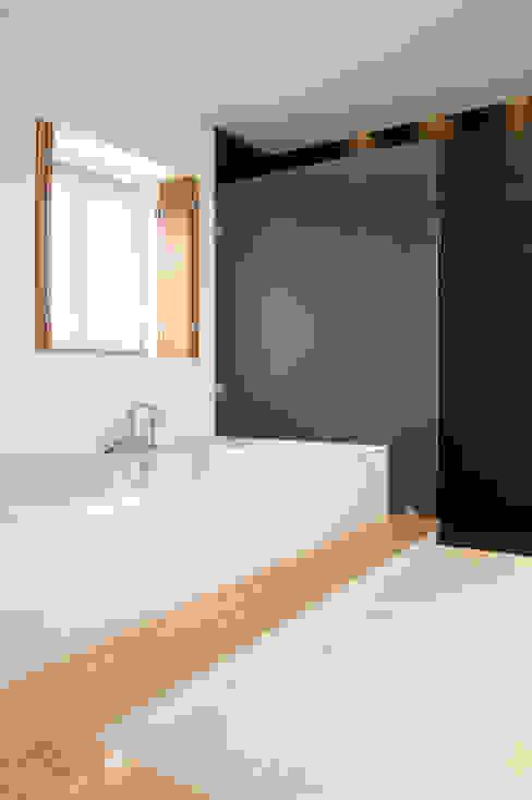 Ванные комнаты в . Автор – BL Design Arquitectura e Interiores, Рустикальный