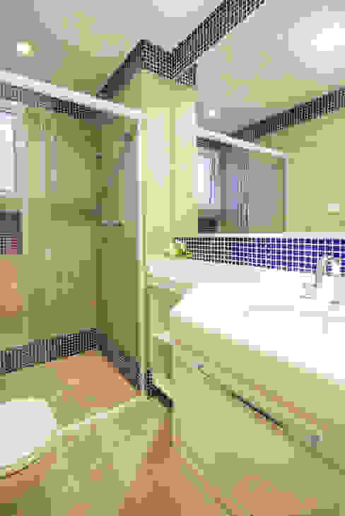 Banheiro Enzo Sobocinski Arquitetura & Interiores Banheiros modernos Cerâmica Azul