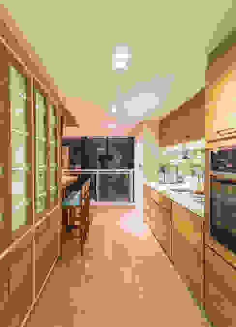 Enzo Sobocinski Arquitetura & Interiores Modern style balcony, porch & terrace Engineered Wood Wood effect
