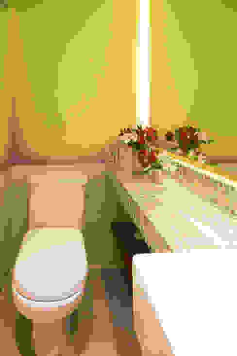 Enzo Sobocinski Arquitetura & Interiores Modern style bathrooms Glass Green