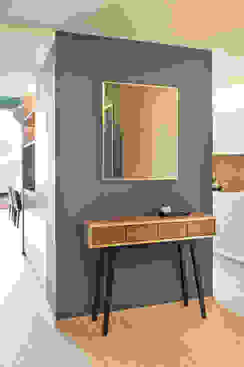 Penthouse, Zurich Modern corridor, hallway & stairs by Studio Frey Modern