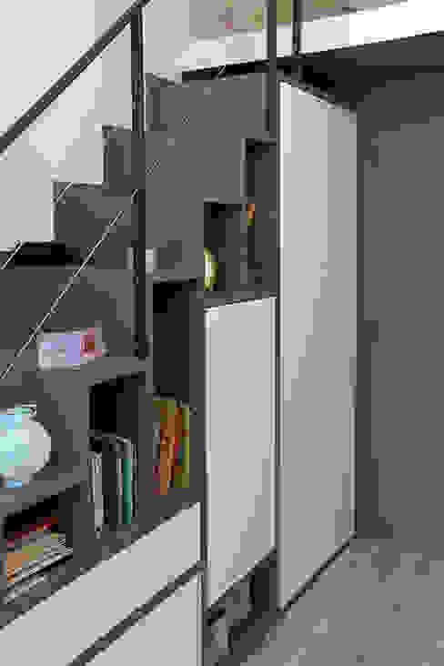 Meuble - Escalier permettant d'accéder à la mezzanine Chambre d'enfant moderne par Olivier Stadler Architecte Moderne MDF