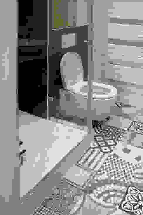 Appartement dans le Marais à Paris Salle de bain moderne par Olivier Stadler Architecte Moderne Céramique