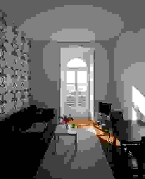 Classic style living room by VÃO - Arquitectos Associados, Lda. Classic
