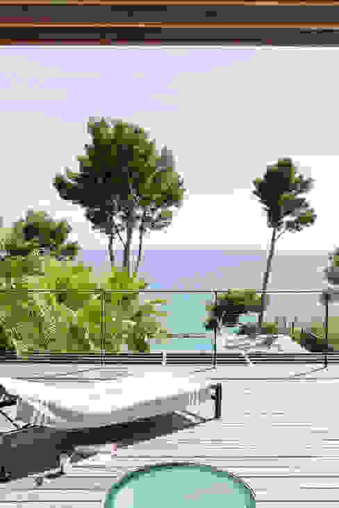 Villa C1 Balcon, Veranda & Terrasse modernes par frederique Legon Pyra architecte Moderne