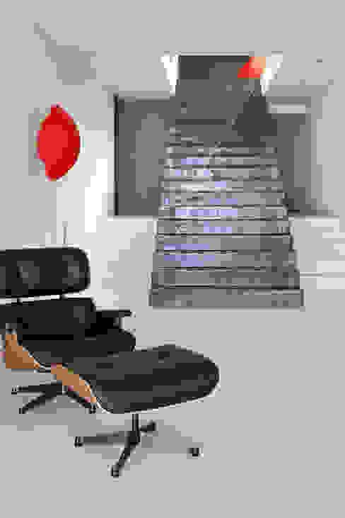 Villa C1 Couloir, entrée, escaliers modernes par frederique Legon Pyra architecte Moderne