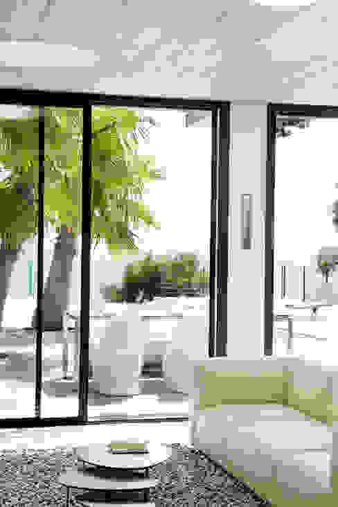 Villa C1 Salle à manger moderne par frederique Legon Pyra architecte Moderne