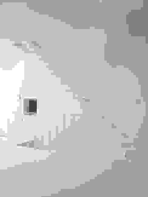 Corridor & hallway by Mimasis Design/ミメイシス デザイン, Modern