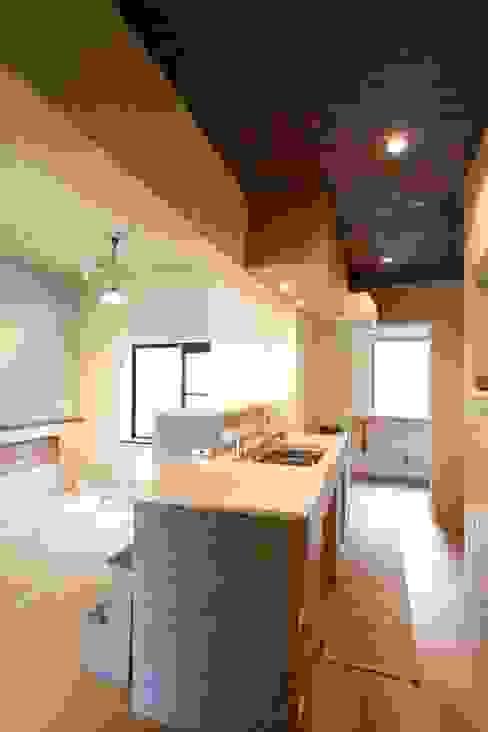 House in Nakatomigaoka: Mimasis Design/ミメイシス デザインが手掛けたキッチンです。