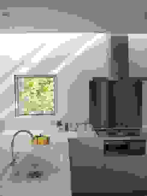 House in Yamatokoriyama モダンな キッチン の Mimasis Design/ミメイシス デザイン モダン